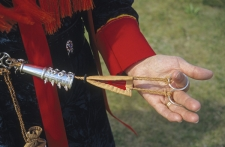 Lady-with-Saami-sewing-kit,-Fi