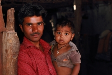 Man-with-child-in-Gujarat